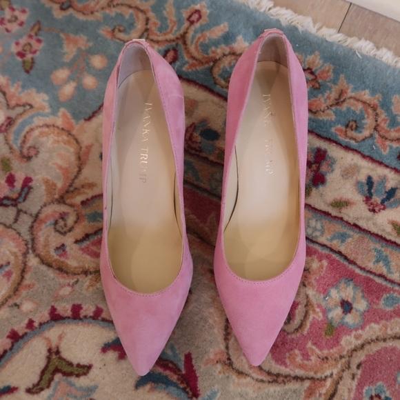 62ecc2d6309 IVANKA TRUMP light pink suede pointed toe pump
